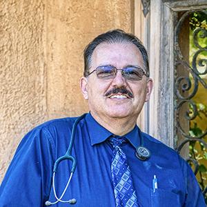 Headshot of Oscar Andrade, MD