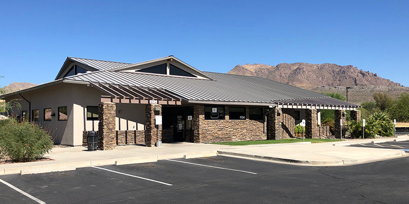 Exterior shot of the Cobre Valley Regional Medical Center Superior Clinic building